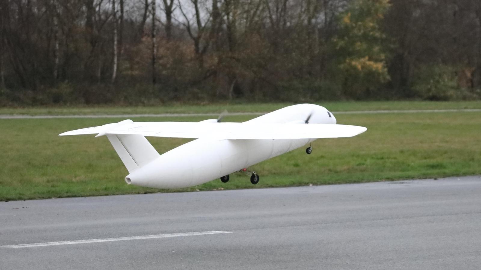 To-prwto-aeroplano-3d